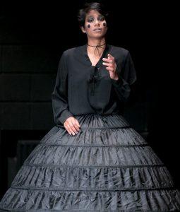 performing Adelanta Cavali